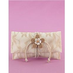 Μπομπονιέρα Γάμου Φάκελος Εκρού Σατέν-Λέζα με Λουλούδι Πλεκτό-Λινάτσα