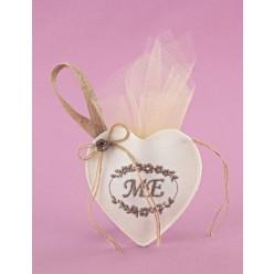 Μπομπονιέρα Γάμου Καρδιά Εκρού με Μονογράμματα σε Στεφάνι