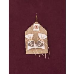 Μπομπονιέρα Γάμου Ετικέτα με Πουγκιά και Κεντημένες Καρδιές
