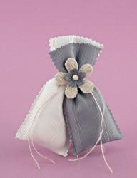 Μπομπονιέρα Γάμου Διπλό Πουγκί Εκρού-Γκρι με Λουλούδι