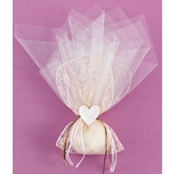 Μπομπονιέρα Γάμου Μαντήλι από Δαντέλα Χρυσή με Στολισμό Καρδιά