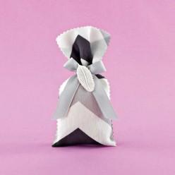 Μπομπονιέρα Γάμου Πουγκί Σεβρόν με Διακοσμητικό Ακρυλικό Φύλλο