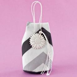 Μπομπονιέρα Γάμου Τσαντάκι με Διακοσμητική Μαργαρίτα