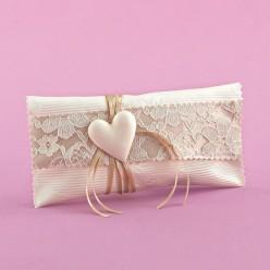 Μπομπονιέρα Γάμου Φακελάκι με Ανάγλυφο Ύφασμα και Ακρυλική Καρδιά