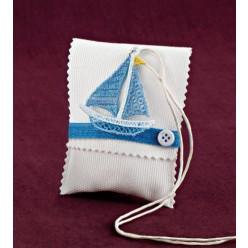 Μπομπονιέρα Βάπτισης Φάκελος Εκρού με Πλεκτό Καραβάκι Μενταγιόν